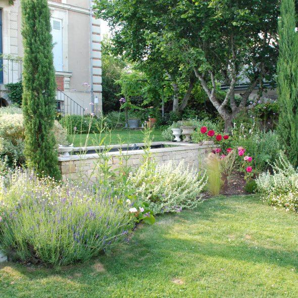 création jardin paysager, bassin en pierre