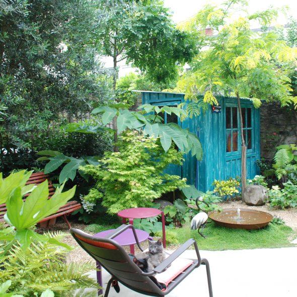 aménagement jardin de ville, grands arbres, terrasses